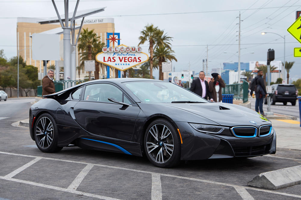 neu bmw i8 mirrorless in las vegas spiegellos gl cklich. Black Bedroom Furniture Sets. Home Design Ideas